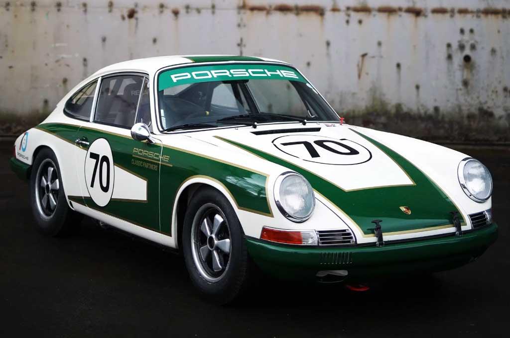 Porsche 911 tahun produksi 1965 yang direstorasi dalam program Porsche Classic. Carscoops