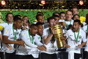 Bantai Muenchen, Eintracht Frankfurt Juara Piala Jerman
