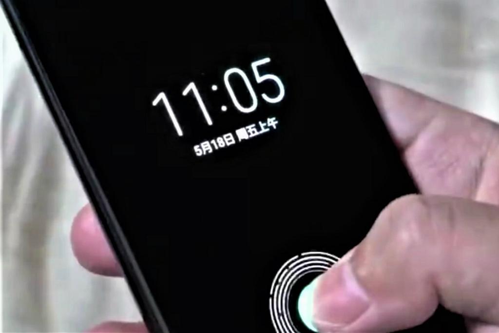 Video menampilkan Xiaomi Mi 8 berbekal fitur pemindai sidik jari di layar beredar di Weibo.