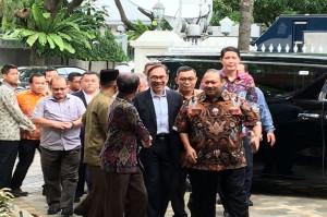 Anwar Ibrahim Tiba di Kediaman BJ Habibie
