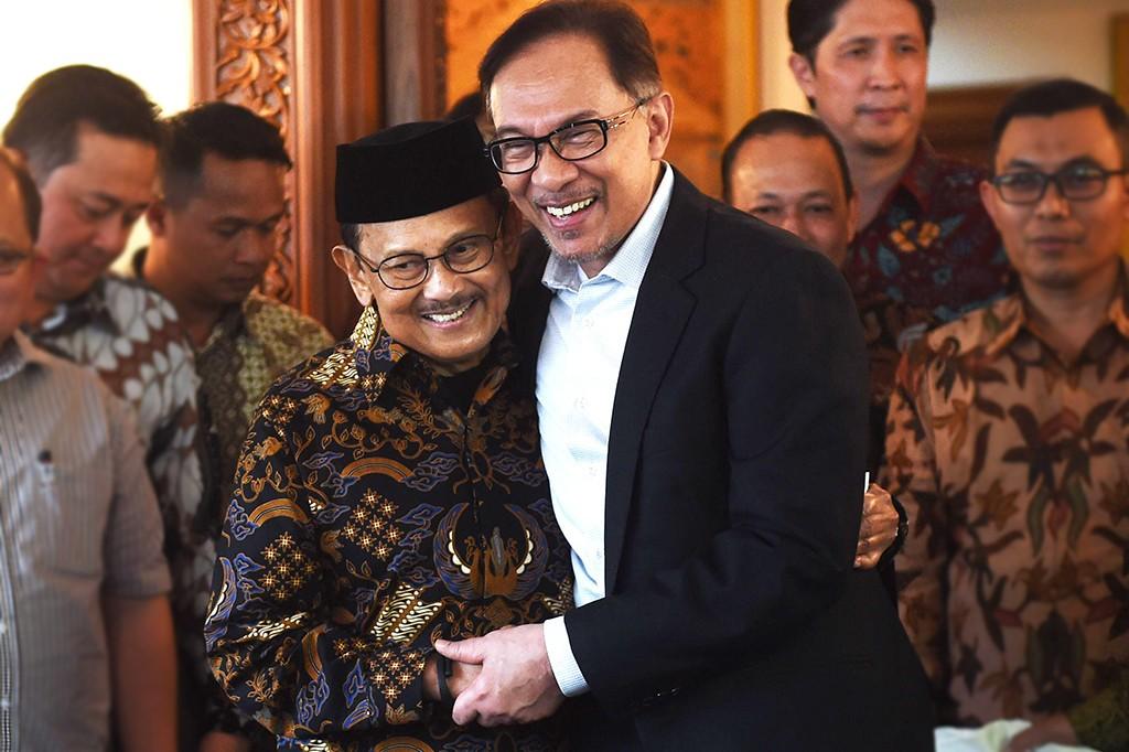 Anwar Ibrahim Kunjungi BJ Habibie
