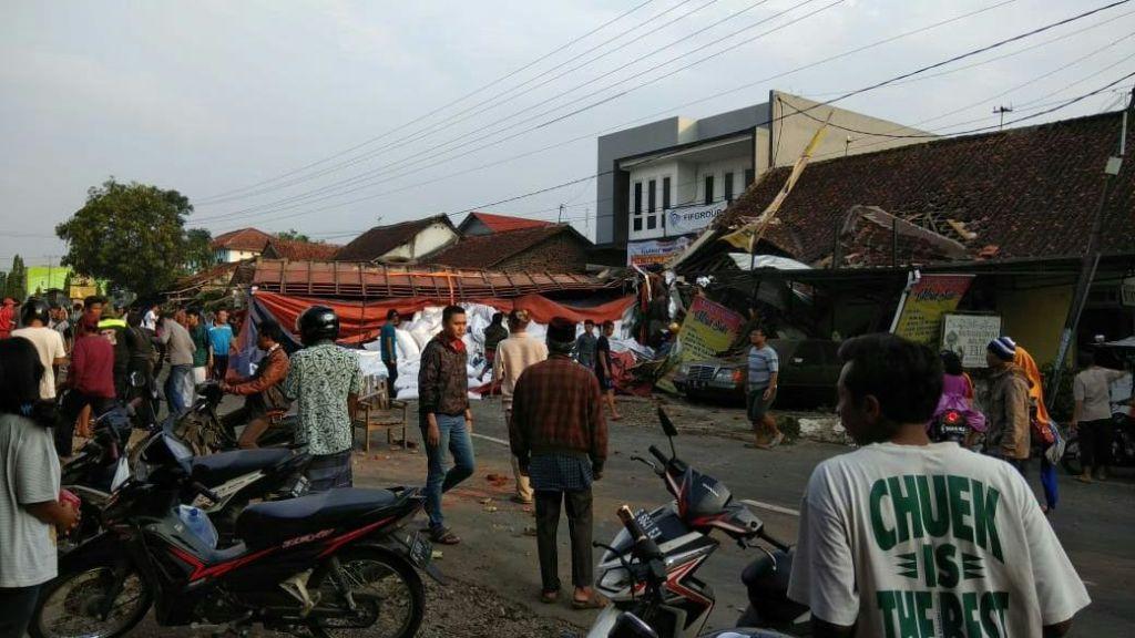Suasana di lokasi kejadian laka lantas di Bumiayu, Brebes, Jawa Tengah. (Medcom.id/Kuntoro Tayubi).