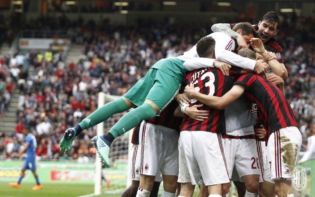 Selebrasi para penggawa AC Milan usai membobol gawang Fiorentina (Twitter/The Milan Bible)
