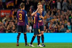 Barcelona Beri Kado Perpisahan Manis Iniesta