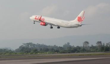 Pesawat Lion Air Tersangkut Aspal Rusak Bandara Juanda