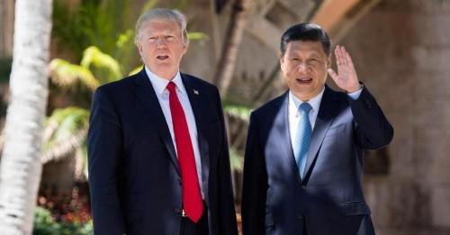 Presiden Amerika Serikat Donald Trump (kiri) bersama dengan