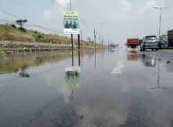 Jalan Utama Porong Terendam Air Saat Musim Kemarau
