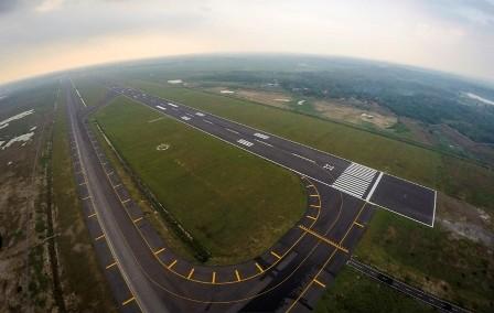 Foto udara landasan Bandara Internasional Jawa Barat (BIJB) di