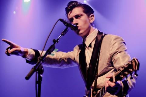 Alex Turner Ungkap Alasan Masih Bersama Arctic Monkeys dalam Album Terbaru