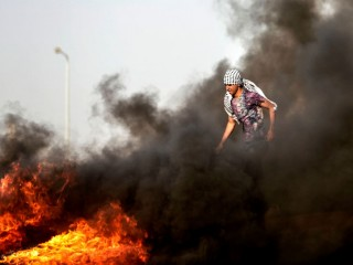 Blokade Israel Picu Pemuda Gaza Nekat Bakar Diri