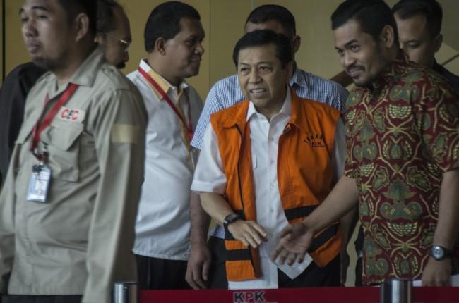 Setya Novanto usai menjalani pemeriksaan di Gedung KPK, Jakarta. Foto: Antara/Aprillio Akbar.