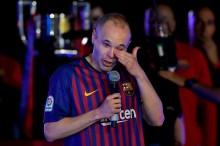 Mengharukan, Iniesta Tertangkap Kamera Menyendiri di Camp Nou