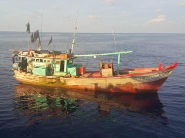 Diduga <i>Illegal Fishing</i>, Bakamla Tangkap Dua Kapal Vietnam