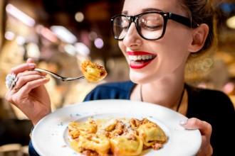Lakukan 4 Hal Ini saat Makan agar Perut Tidak Kembung