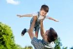 Cara Menggendong Bayi yang Benar agar Punggung Anda Tidak Sakit