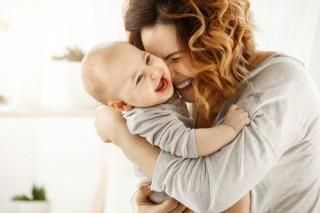 Bayi yang Sering Tersenyum Pertanda Tumbuh Kembangnya Baik
