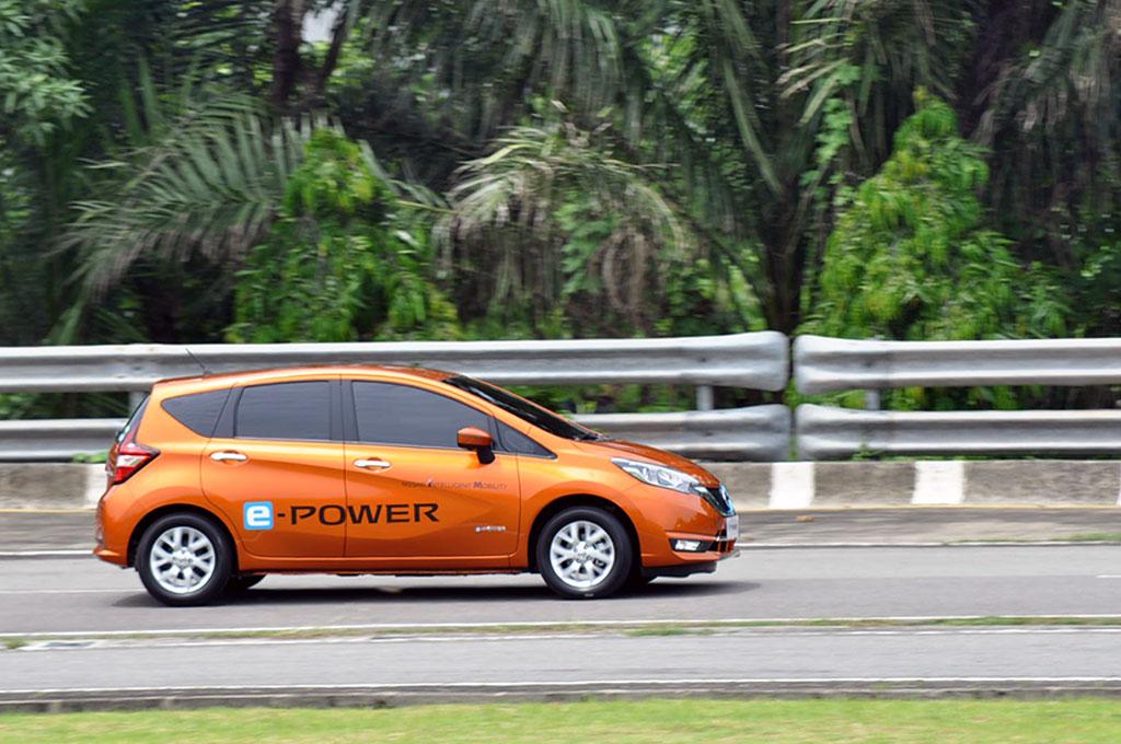 Nissan Note e-Power tidak perlu di cas untuk mengisi daya listriknya. Medcom.id/Ekawan Raharja