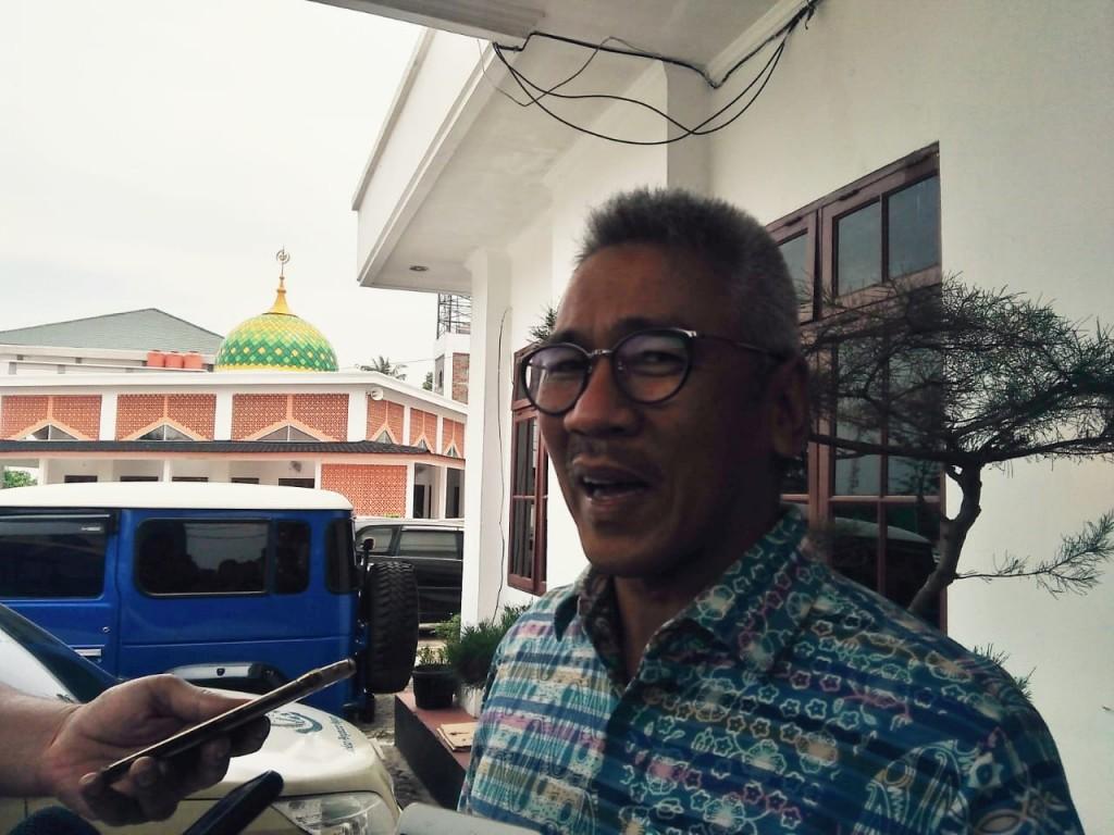 Anggota DPRD Sumut dari Fraksi Golkar Muchrid Nasution usai diperiksa penyidik KPK di Kantor Kejati Sumut, Rabu, 23 Mei 2018. Medcom.id/Farida Noris