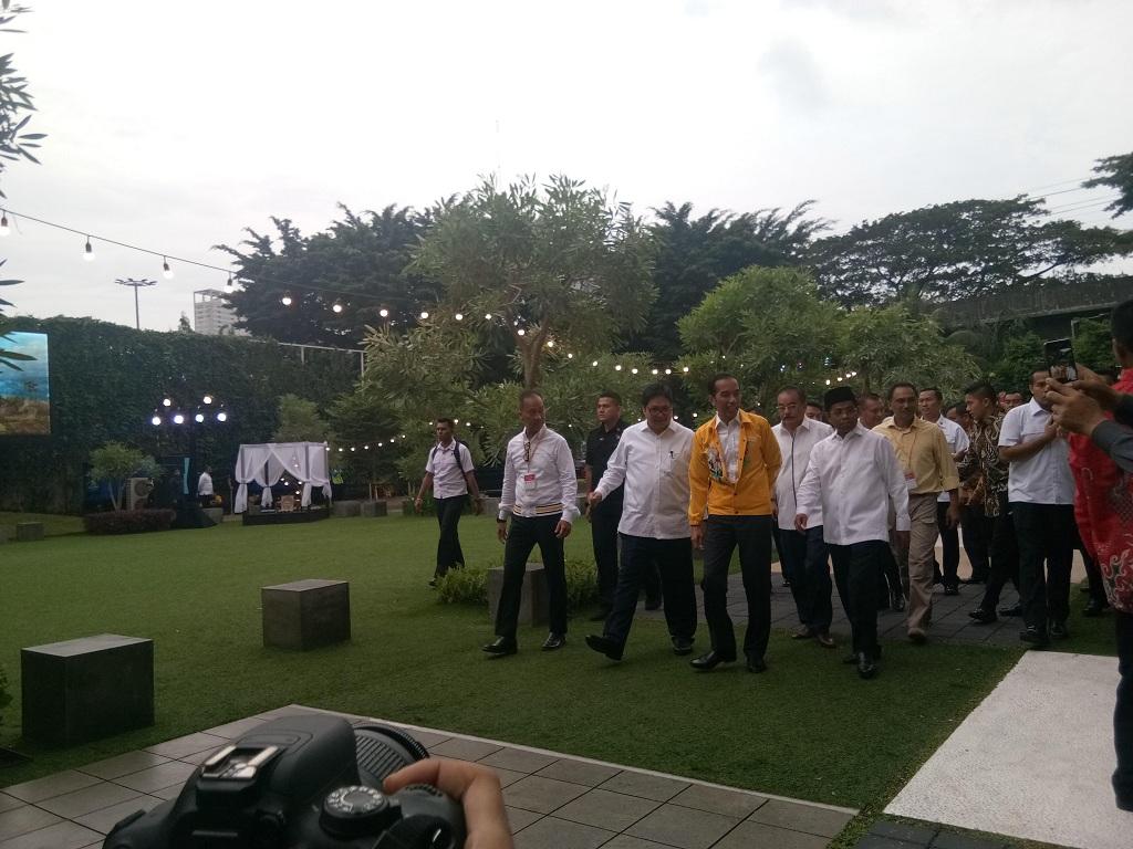 Presiden Joko Widodo mengenakan jaket Asian Games berwarna kuning - Medcom.id/Achmad Zulfikar Fazli.