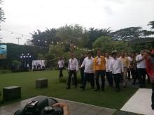 Berjaket Kuning, Presiden Resmikan Ruang Jokowi di DPD Golkar DKI