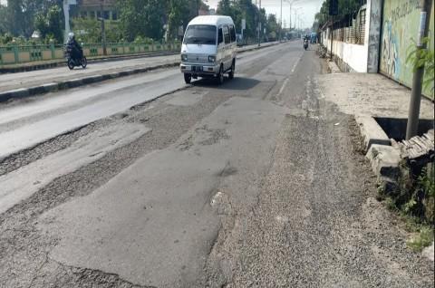 Jelang Mudik, Jalur Nasional di Jombang Masih 'Berhiaskan' Lubang