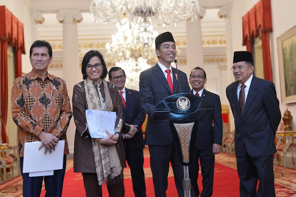 Jokowi Teken PP THR dan Gaji ke-13 PNS