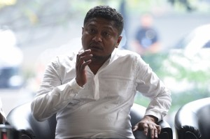 KPK Gelandang Bupati Buton Selatan ke Jakarta