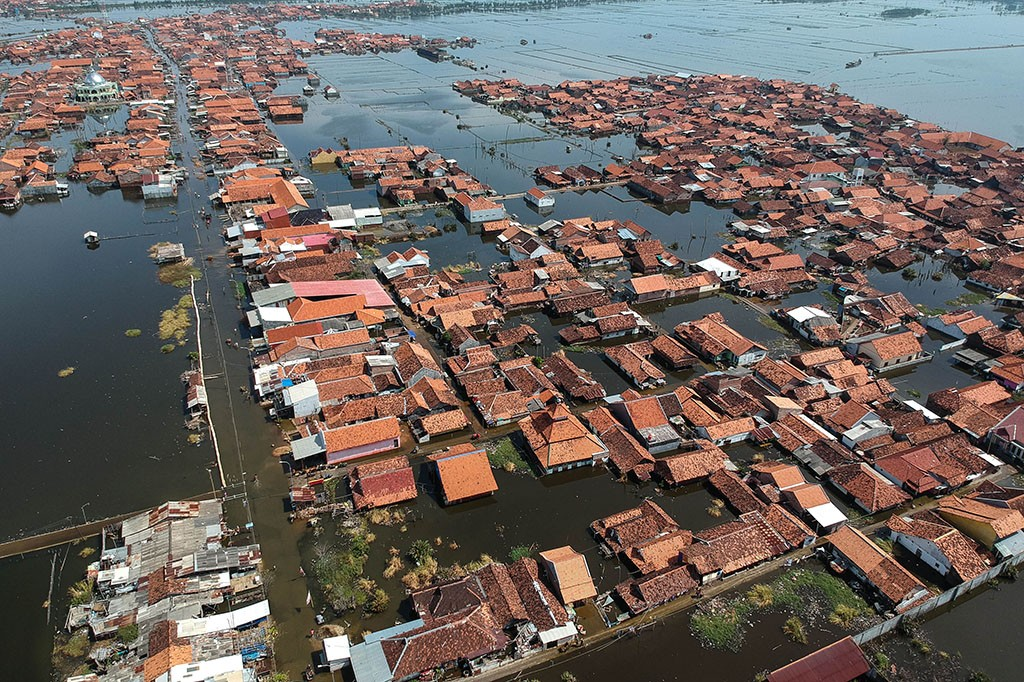 Banjir Rob Rendam Ribuan Rumah di Pekalongan