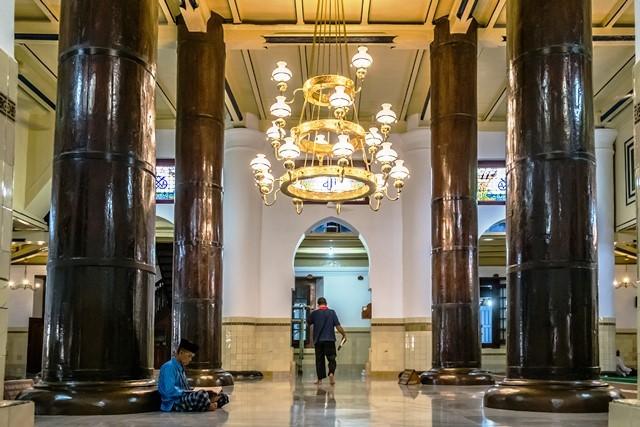 Masjid Agung Demak merupakan tujuan wisata rohani populer, terutama dalam bulan ramadan. Antara Foto/Aji Styawan