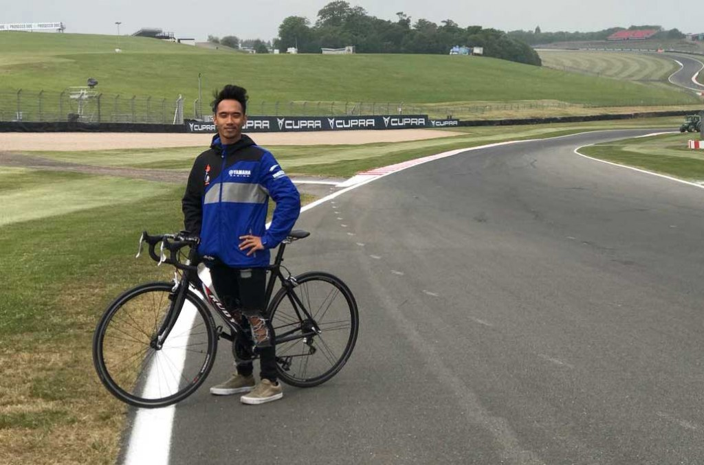 Imanuel Putra Pratna pelajari karakter Donington Park dengan bersepeda. Elpratna
