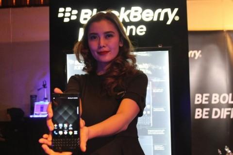Teaser BlackBerry KEY2 Pamer Dua Kamera Belakang