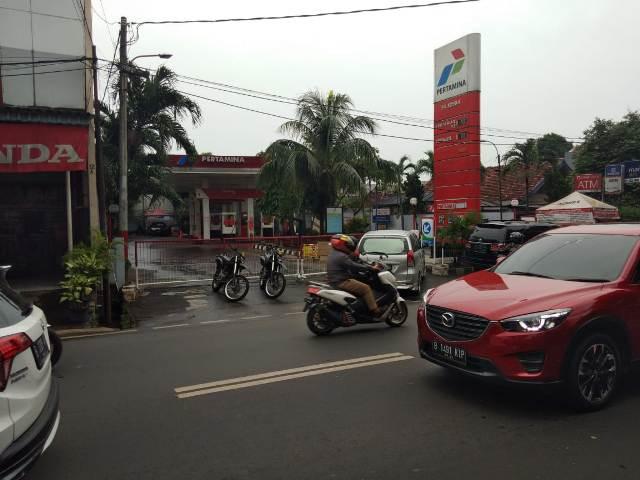 SPBU 34.12504 di Jalan Ampera Raya ditutup. Foto: Medcom.id/Fachri