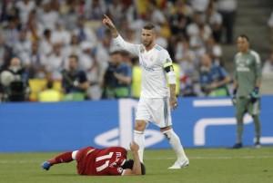 Mohamed Salah Cedera, Sergio Ramos Dihujat