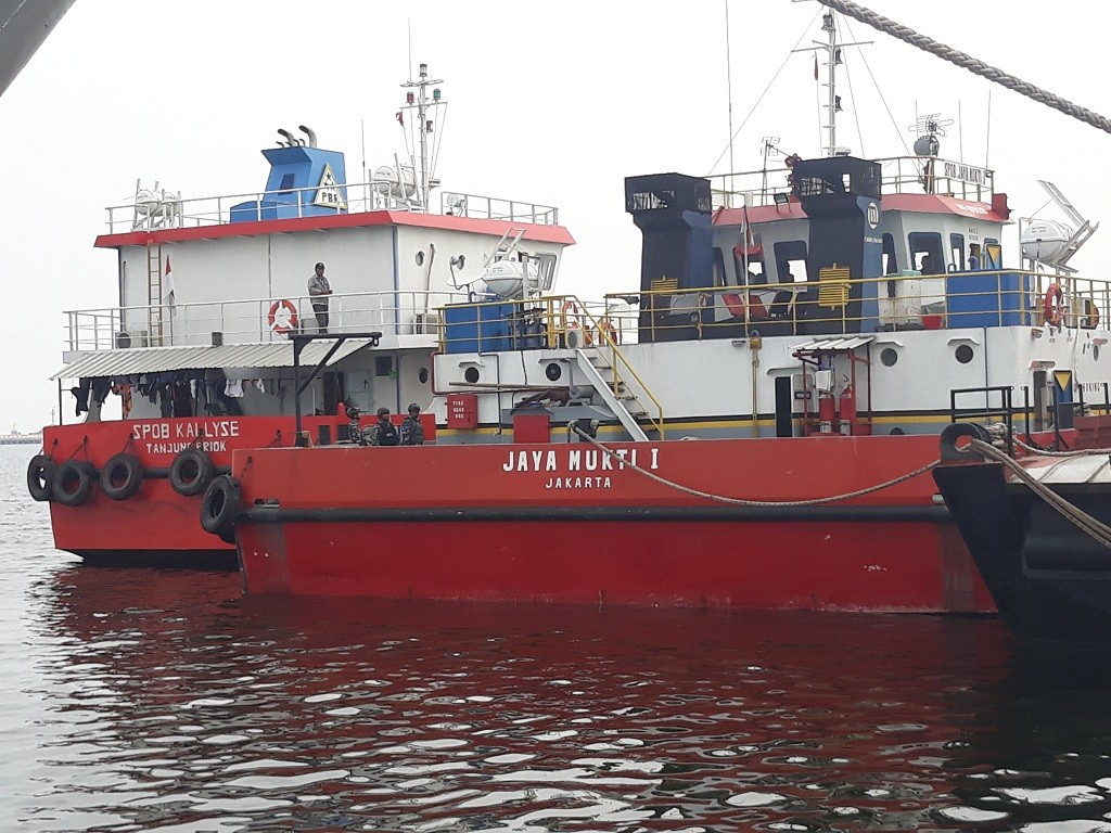 Dua kapal ditangkap lantaran membawa BBM ilegal - Medcom.id/Sunnaholomi Halakrispen.