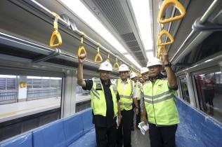 Menhub Tinjau Langsung Uji Coba LRT Palembang