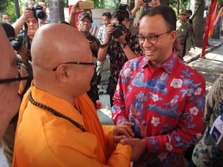 Gubernur Anies Mengunjungi Vihara Ekayana