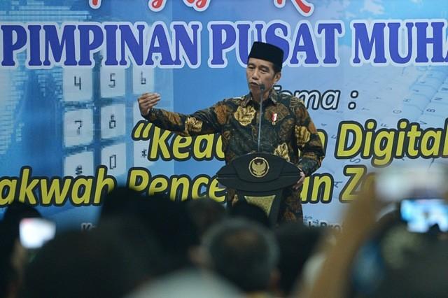 Presiden Joko Widodo menyampaikan paparan sebelum penutupan Pengkajian Ramadan 1439 H yang diselenggarakan oleh PP Muhammadiyah. Foto: Antara/Wahyu Putro A