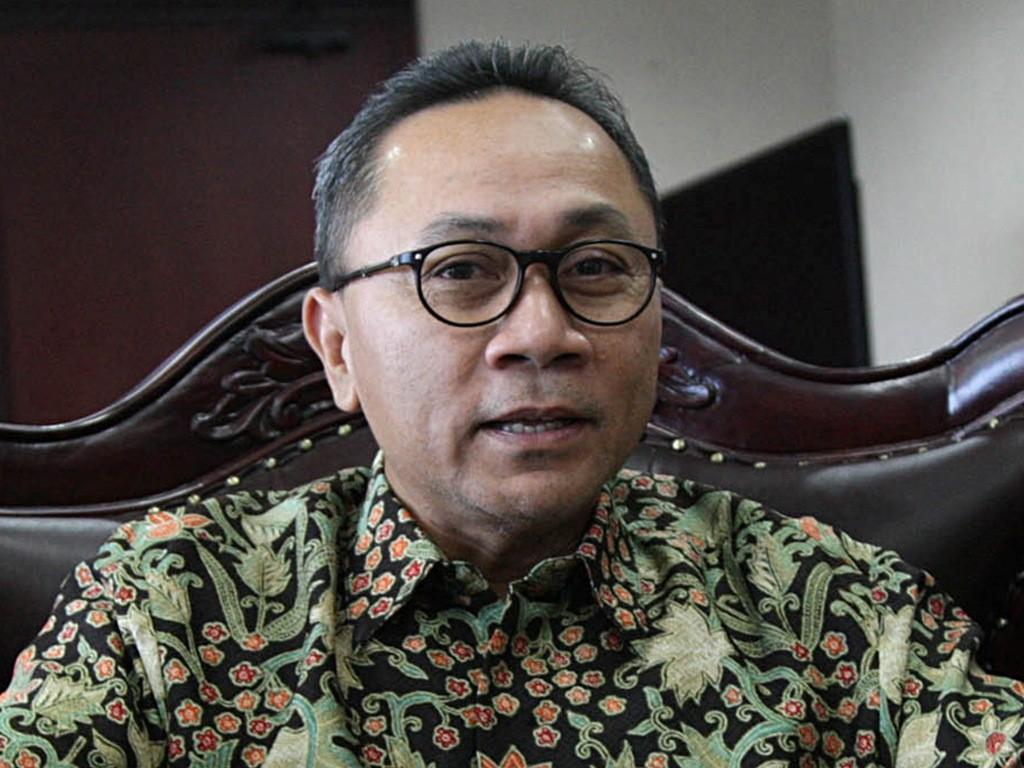 Ketua MPR RI Zulkifli Hasan di Kompleks Parlemen, Senayan, Jakarta, Jumat (10/10). (Foto: MI/Panca Syurkani).