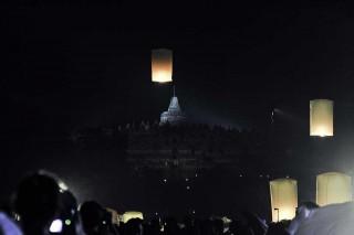 Puncak Waisak, Ribuan Lampion Hiasi Langit Borobudur