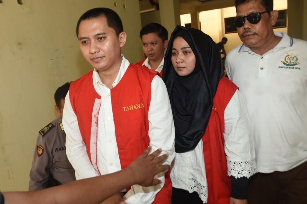 Direktur Utama First Travel Andika Surachman (kiri), Direktur Anniesa Hasibuan (kedua kanan). (ANT/Indrianto Eko Suwarso)