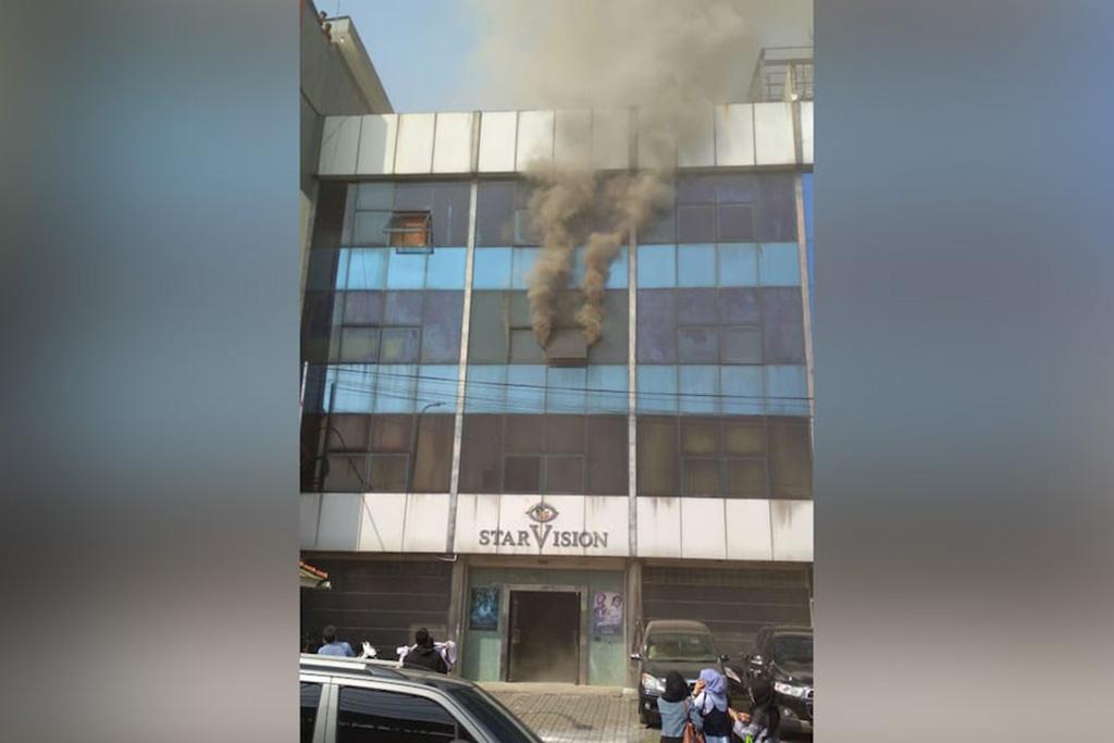 Kantor Starvision Plus di Cempaka Putih Jakarta alami kebakaran pada Rabu pagi, 30 Mei 2018 (Foto: dok DPKP DKI Jakarta)