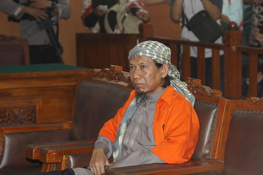 Terdakwa kasus dugaan teror bom Thamrin, Aman Abdurrahman alias Oman, menjalani sidang perdana di PN Jakarta Selatan, Jakarta, Kamis, 15 Februari 2018. Foto: Antara/Reno Esnir