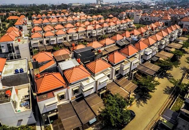 Sebuah kompleks perumahan kelas menengah di Bandung. Antara Foto/Raisan Al Farizi
