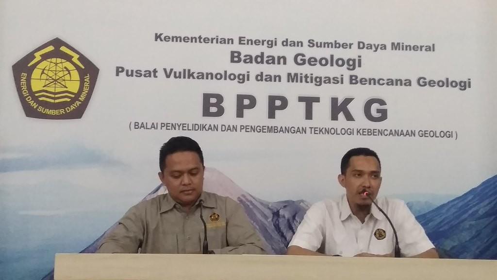 Kepala Seksi Merapi BPPTKG  Yogyakarta, Agus Budi Santoso (kanan). (Medcom.id-Ahmad Mustaqim)