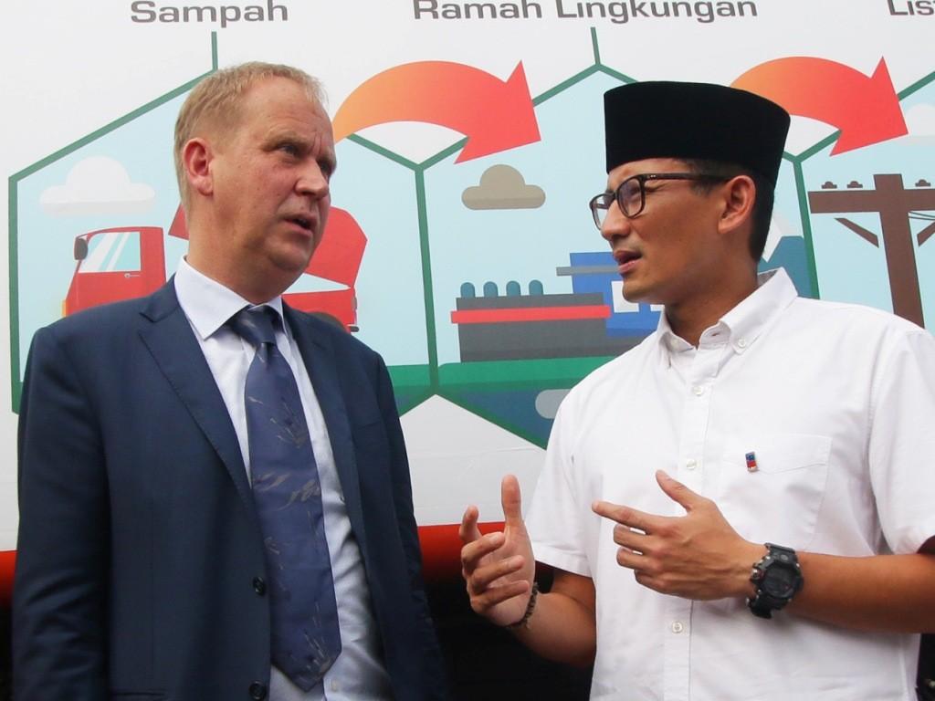 Wakil Gubernur DKI Jakarta Sandiaga Uno (kanan). Foto: Antara/Rivan Awal Lingga.