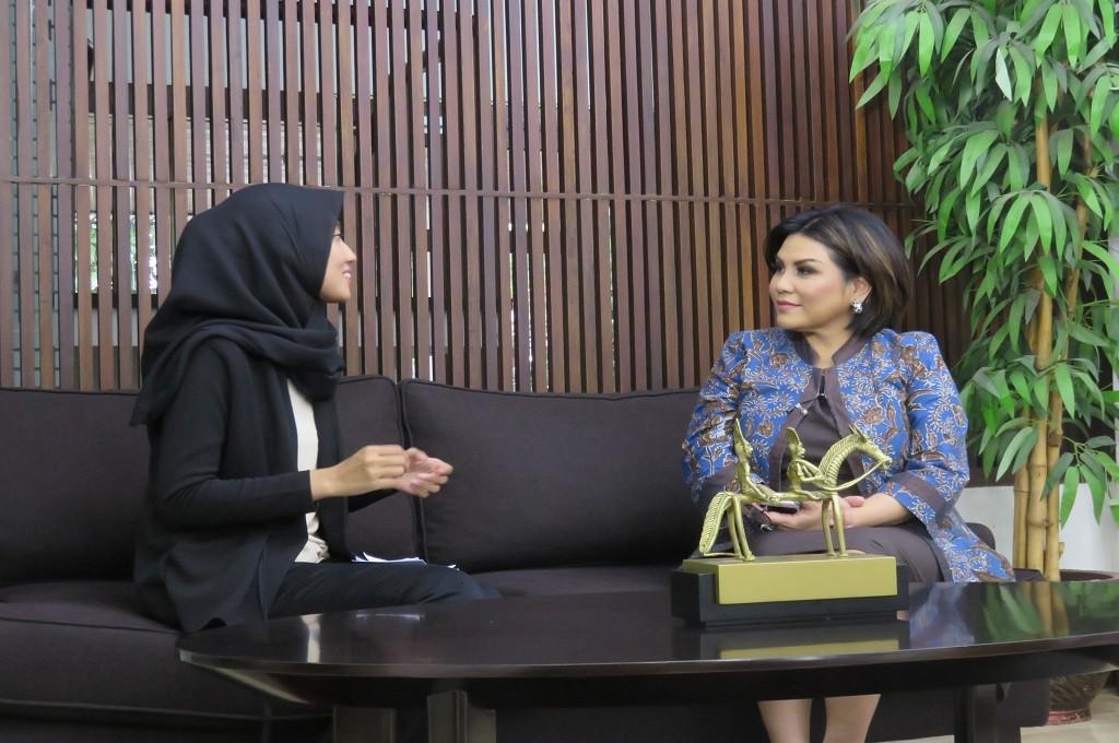 Carmelita Hartoto, Ketua INSA (kanan), berbincang dengan tim dari Medcom.id di kediaman pribadi di kawasan Tanah Abang, Jakarta, Medcom.id - Surya Perkasa