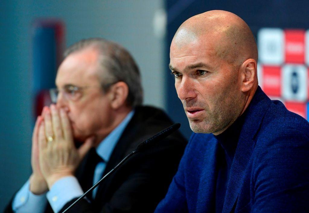 Pelatih Zinedine Zidane melakukan konferensi pers terakhir sebagai pelatih Real Madrid ditemani Presiden Florentino Perez (Foto: AFP PHOTO / PIERRE-PHILIPPE MARCOU)