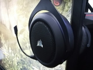 Corsair HS70, Headset Gaming Premium Terjangkau