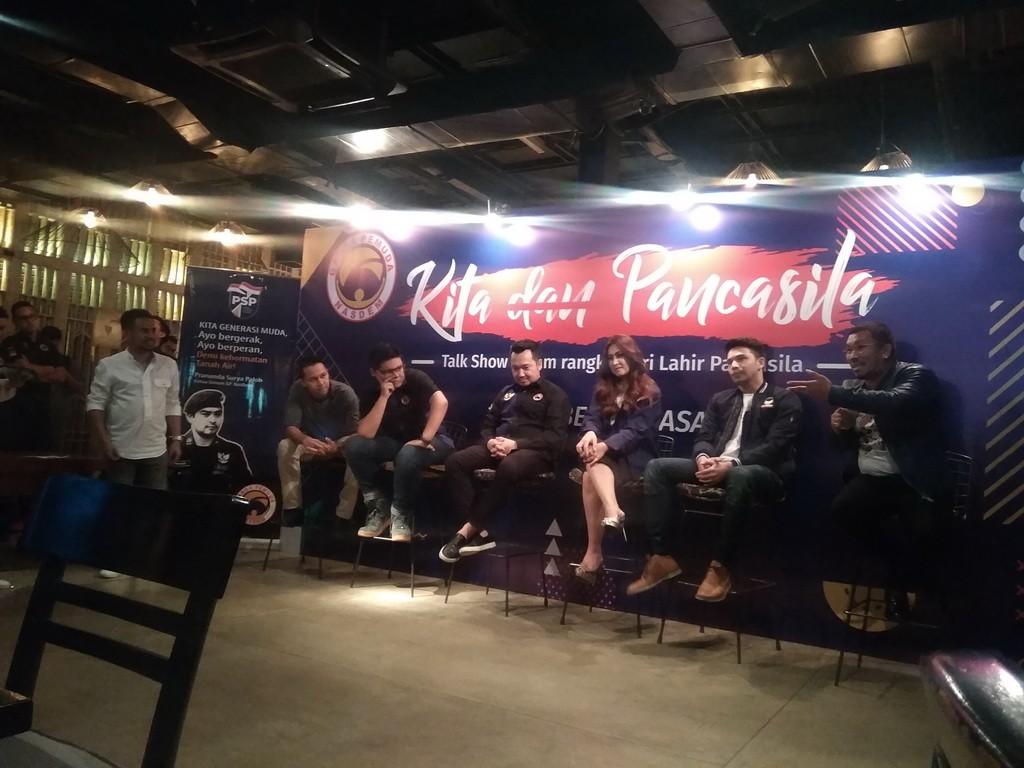 Rony Immanuel alias Mongol Stres dalam diskusi Kita dan Pancasila di Kaffeine, kawasan SCBD, Jakarta, Jumat 1 Juni 2018. (Foto: Medcom.id/Cecylia Rura)