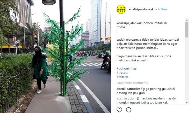 Pohon imitasi di trotoar MH Thamrin. Foto: Instagram Koalisi Pejalan Kaki.